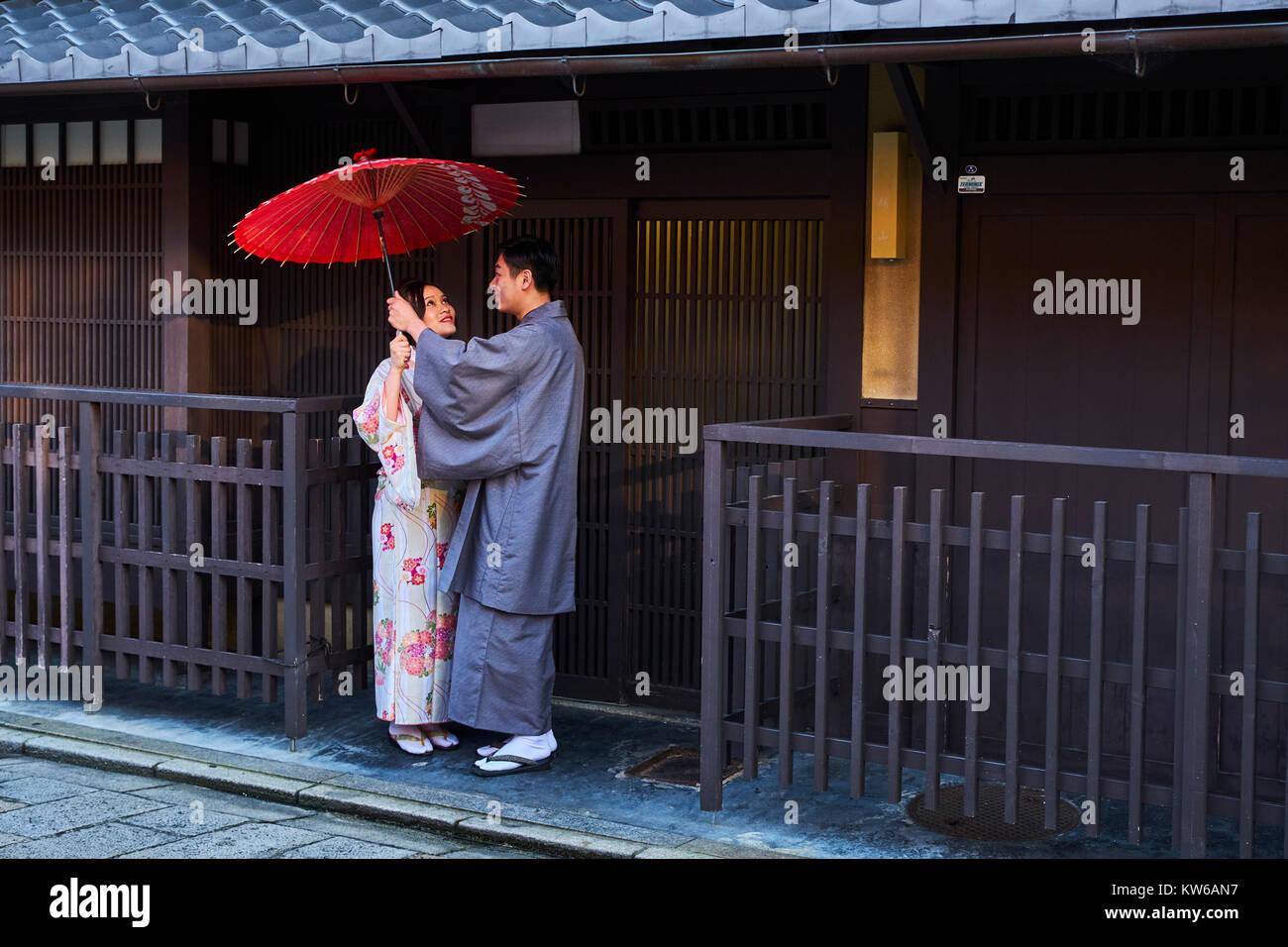 Japan, Honshu island, Kansai region, Kyoto, Gion, Geisha former area, young couple in kimono Stock Photo