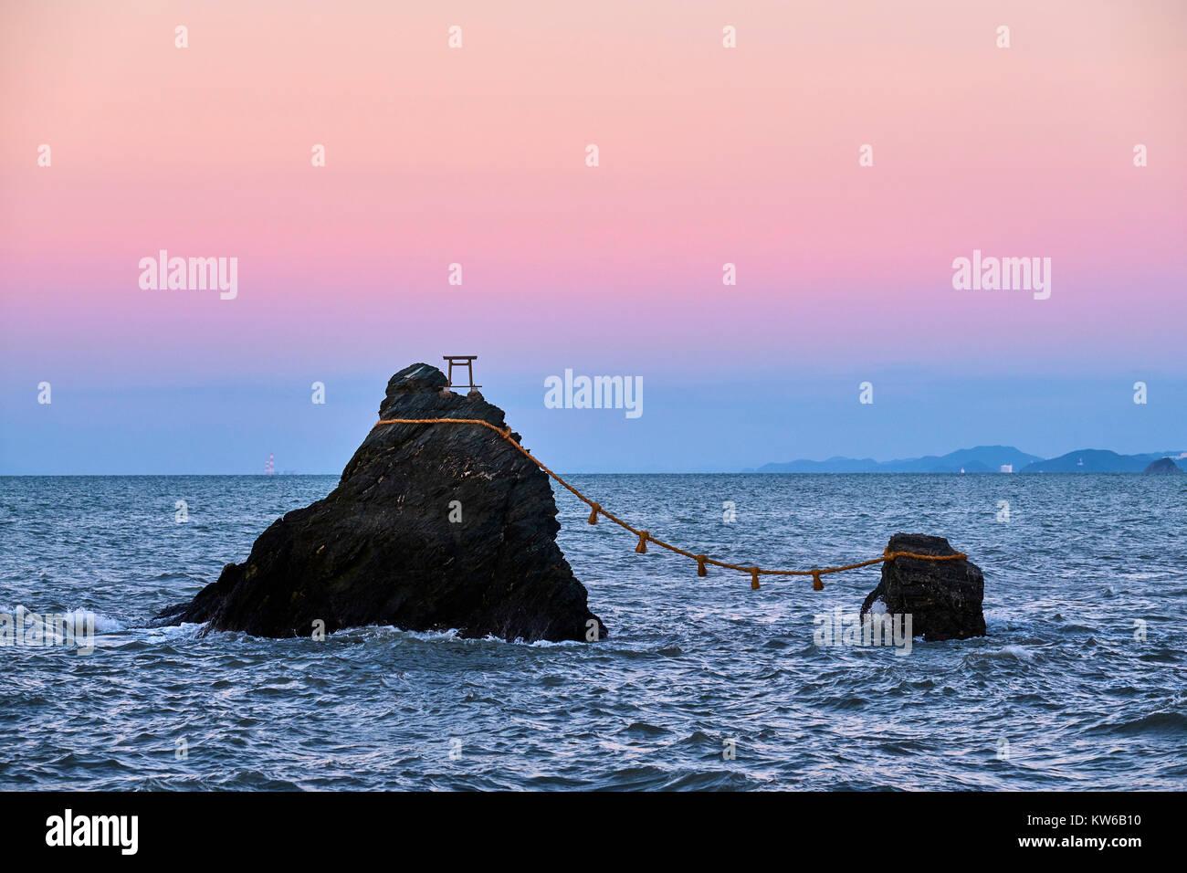 Japan, Honshu island, Ise Shima, Mie region, Futami, Meoto-Iwa (Wedded Rocks), two rocks considered to be male and - Stock Image