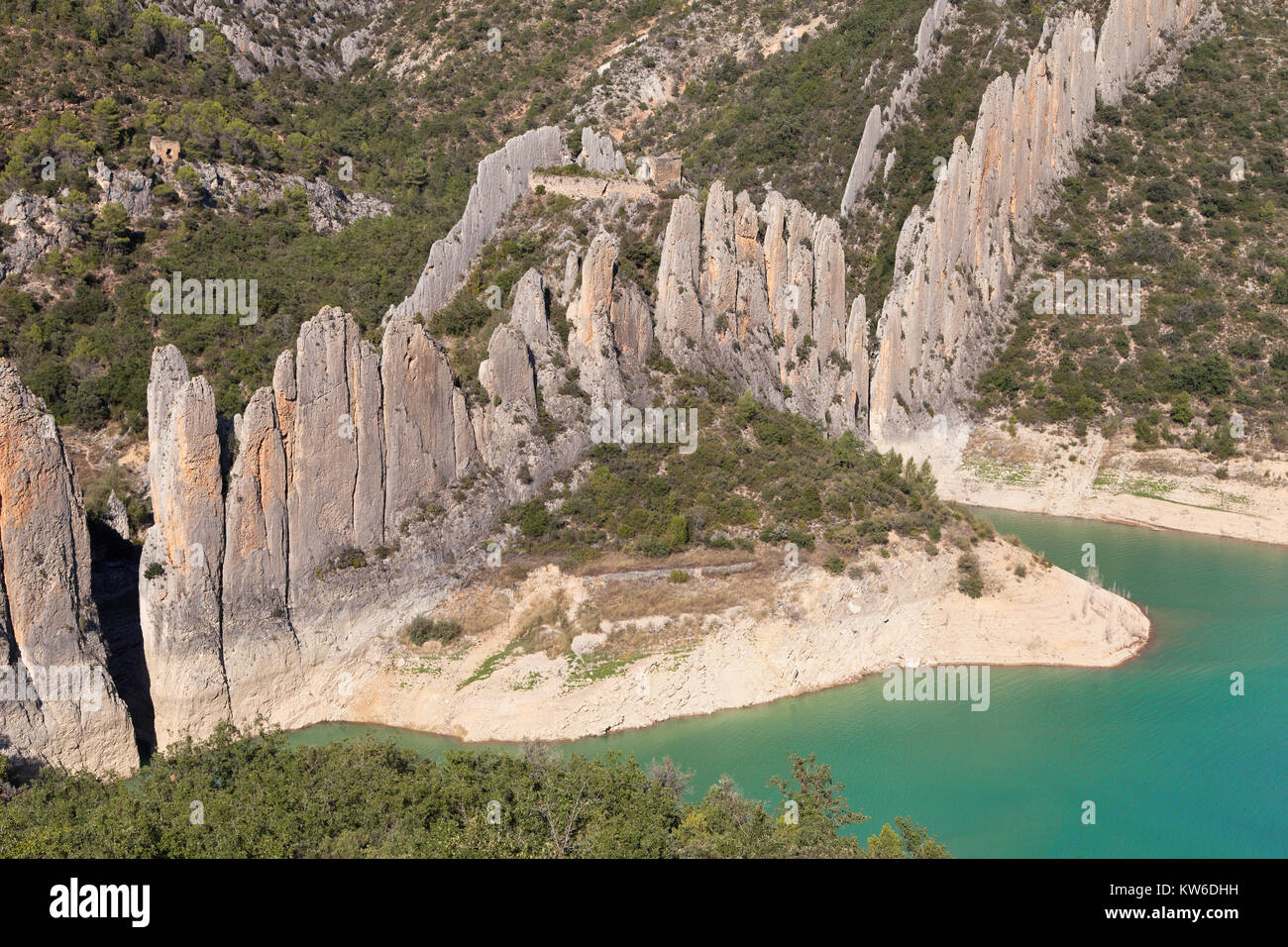 Finestres Wall and Hermitage of San Vicente, Huesca province, Aragon, Spain. - Stock Image