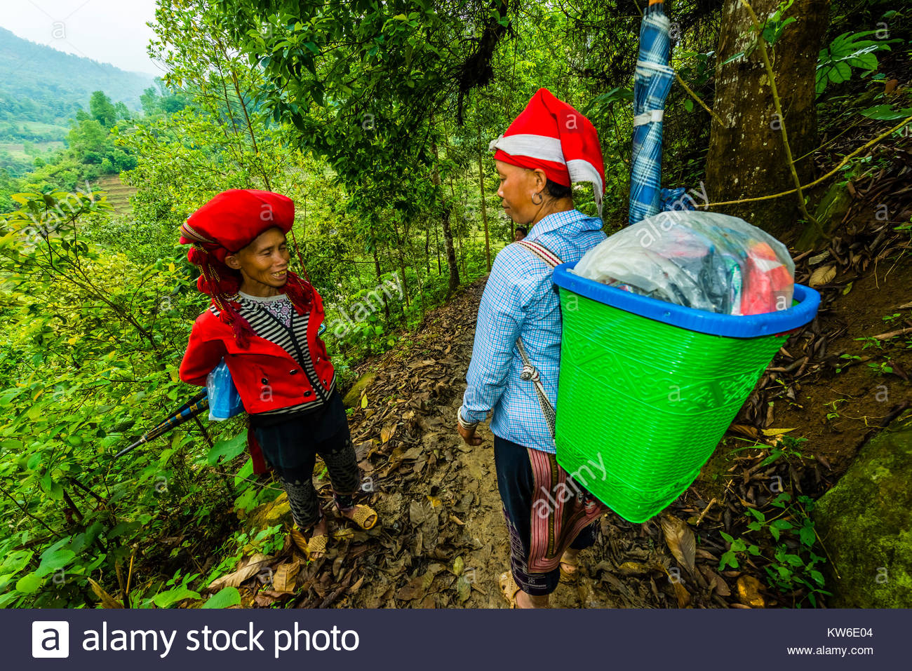 Red Dao (ethnic minority) hill tribe women meeting on a trail in the Muong Hoa Valley, near Sapa, northern Vietnam. - Stock Image