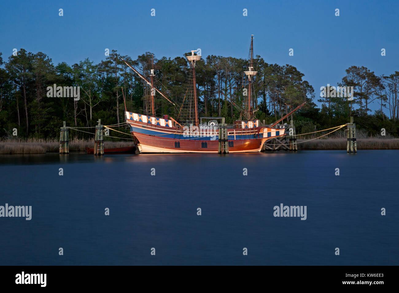 NC01210-00...NORTH CAROLINA - The 16th century replica ship, the Elizabeth ll, on display at Roanoke Festival Park Stock Photo