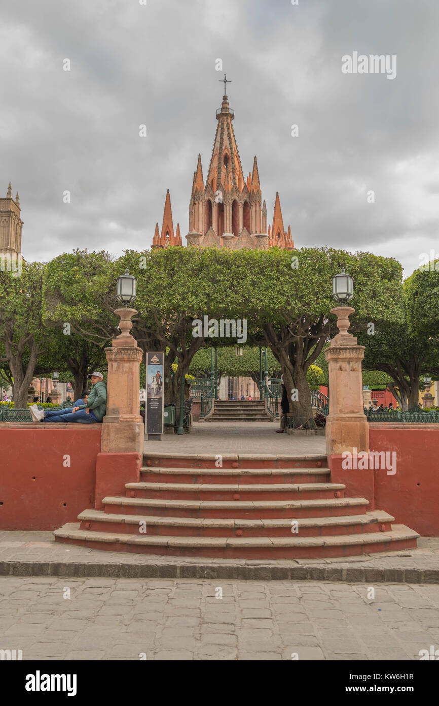 Steps of stone leading into the El Jardin-central park and the Parroquia de San Miguel Arcángel, on a cloudy - Stock Image
