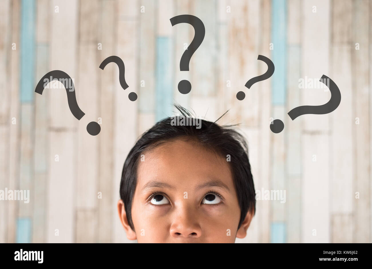 young asian boy looking to question mark. problem concept - Stock Image