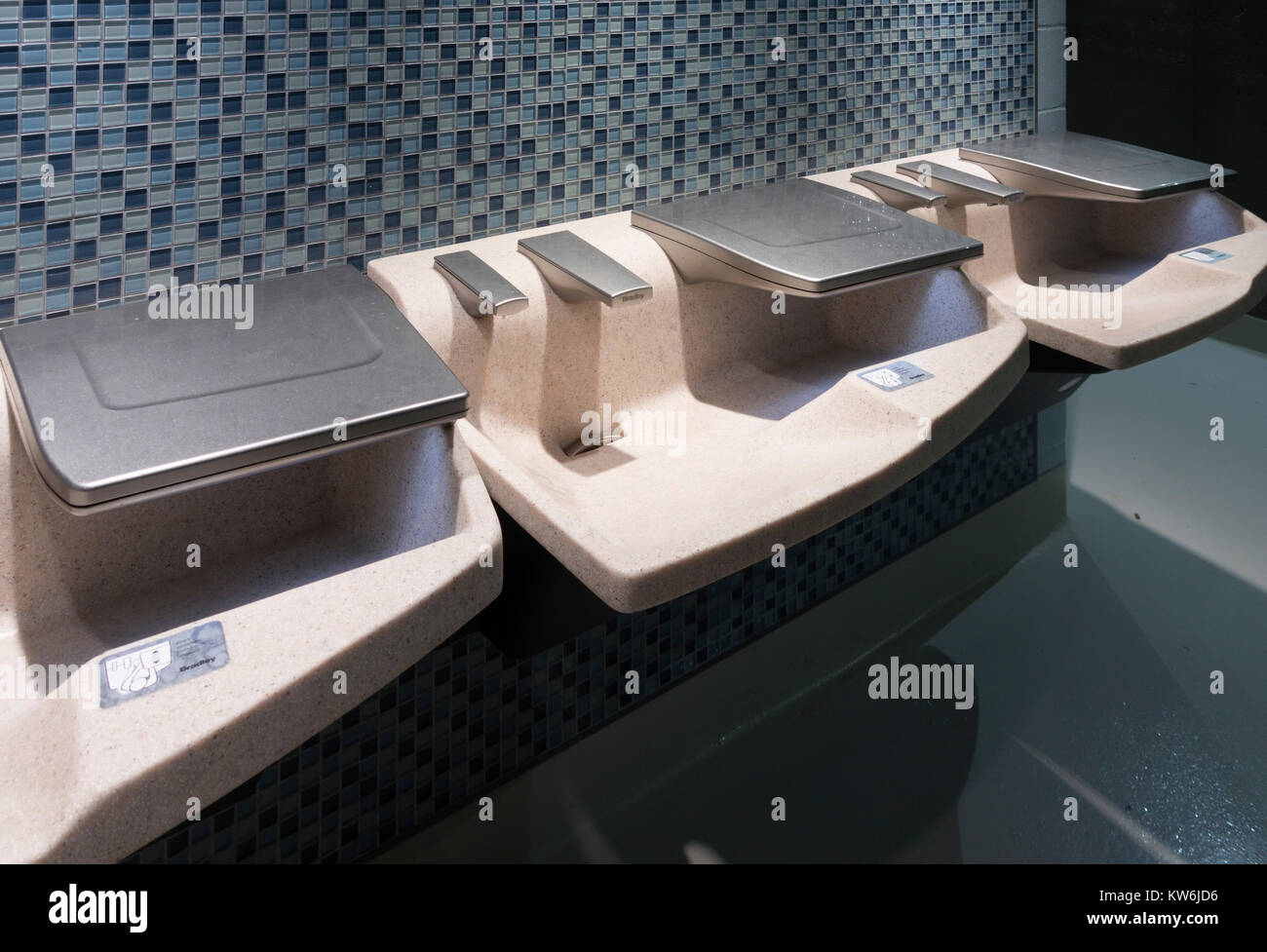 Bradley Advocate AV-Series sinks are an all-in-one sink that dispenses soap, water and drying touch free. - Stock Image