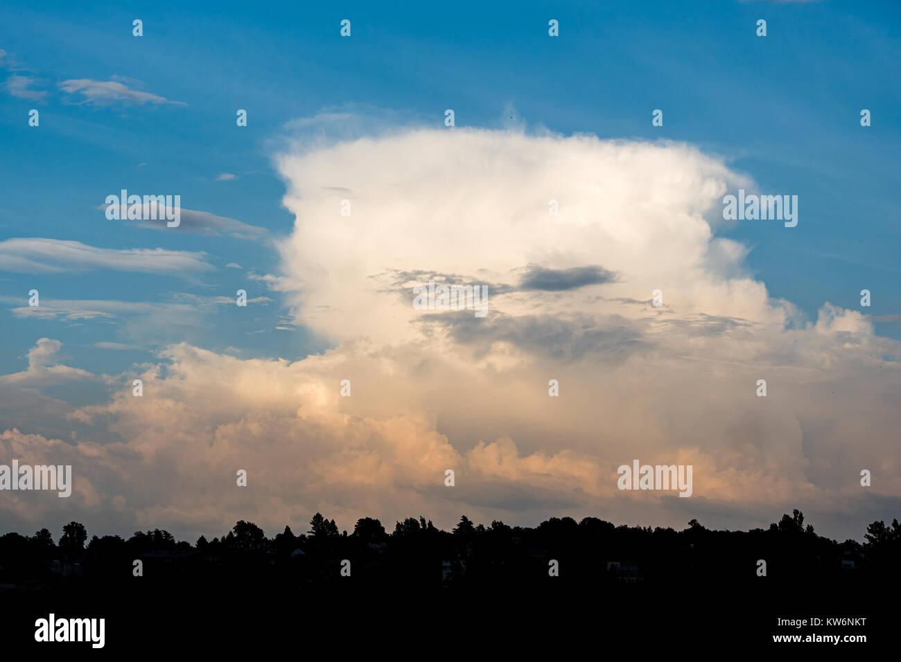 Storm cumulonimbus cloud on blue sky before the rain - Stock Image