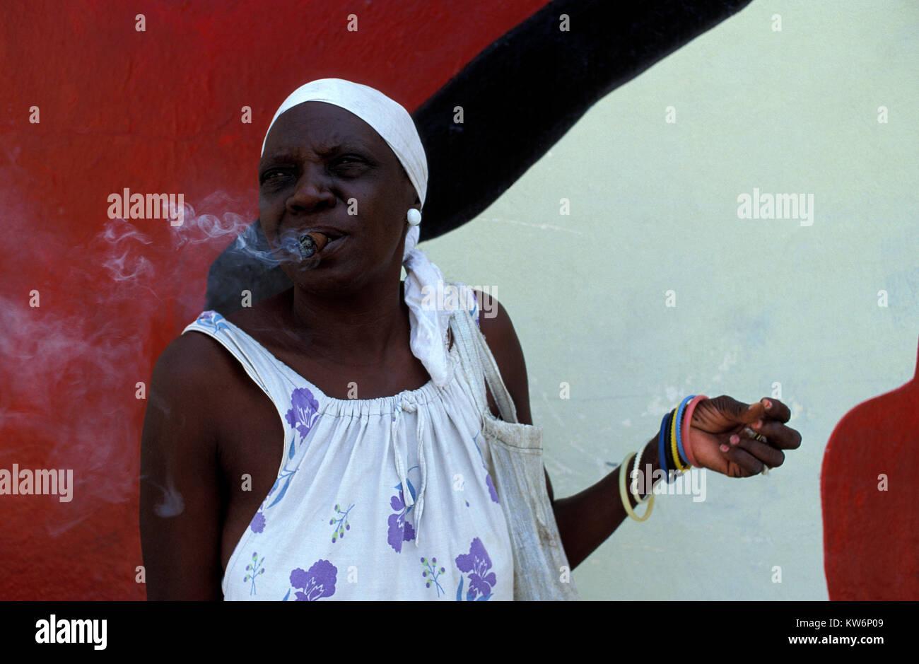 Old woman cigarre smoking, Havanna, Cuba - Stock Image