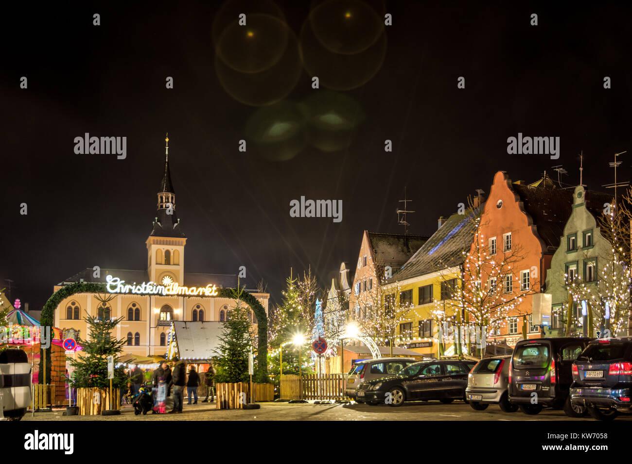 PFAFFENHOFEN, GERMANY - DEZEMBER 17: People at a traditional bavarian christmas market in Pfaffenhofen, Germany - Stock Image