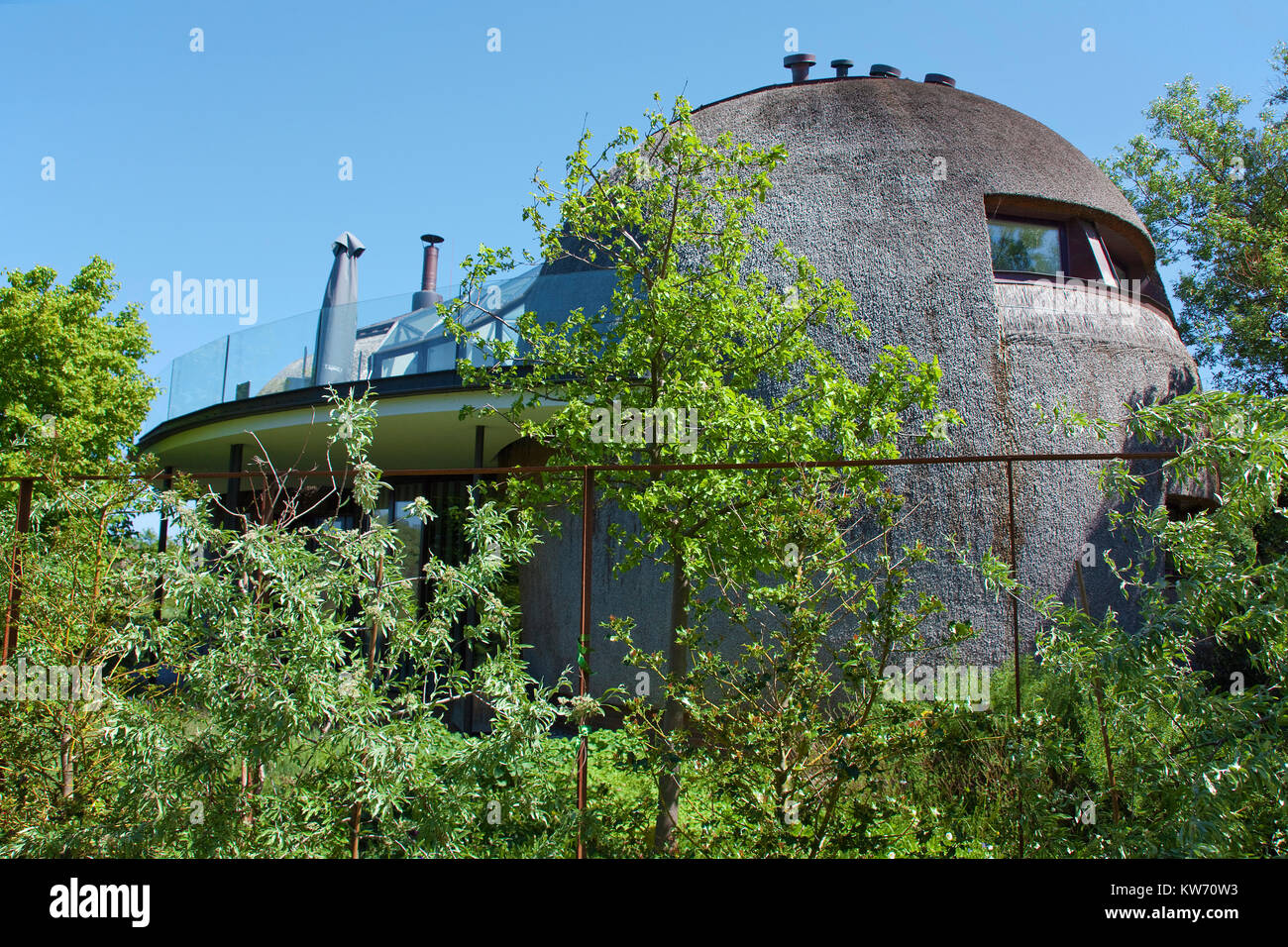 Modern design house, thatched-roof house at the village Ahrenshoop, Fishland, Mecklenburg-Western Pomerania, Baltic - Stock Image