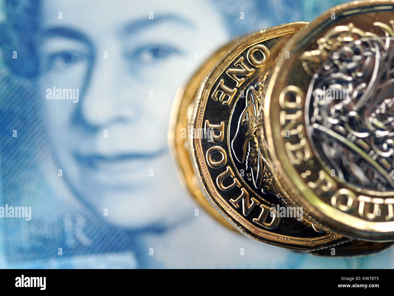 NEW BRITISH ONE POUND COINS WITH NEW £5 NOTE RE FINANCE BREXIT INCOMES WAGES MORTGAGES ETC UK - Stock Image