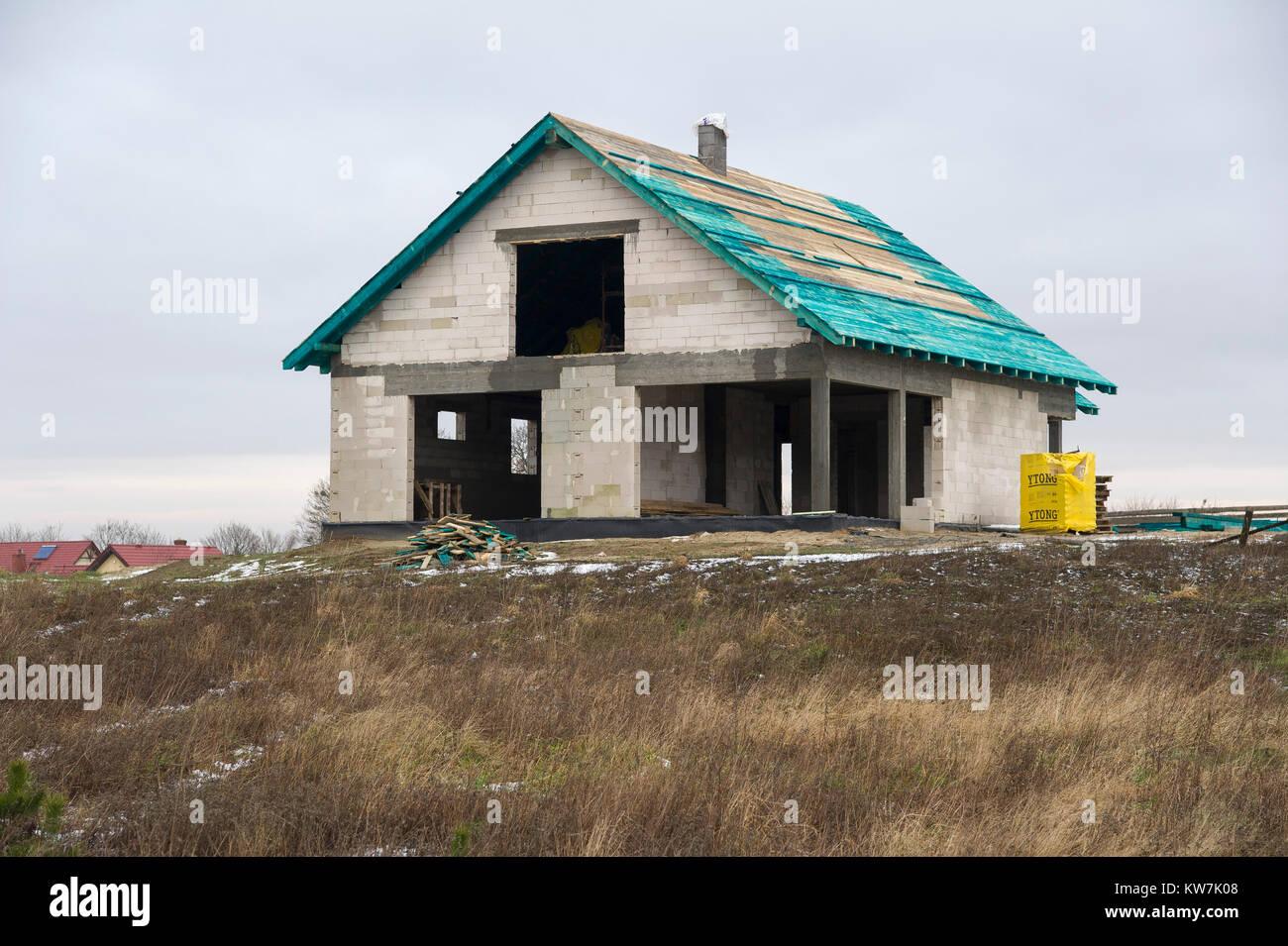 Single-family home under construction in Poland. 31 December 2017 © Wojciech Strozyk / Alamy Stock Photo - Stock Image