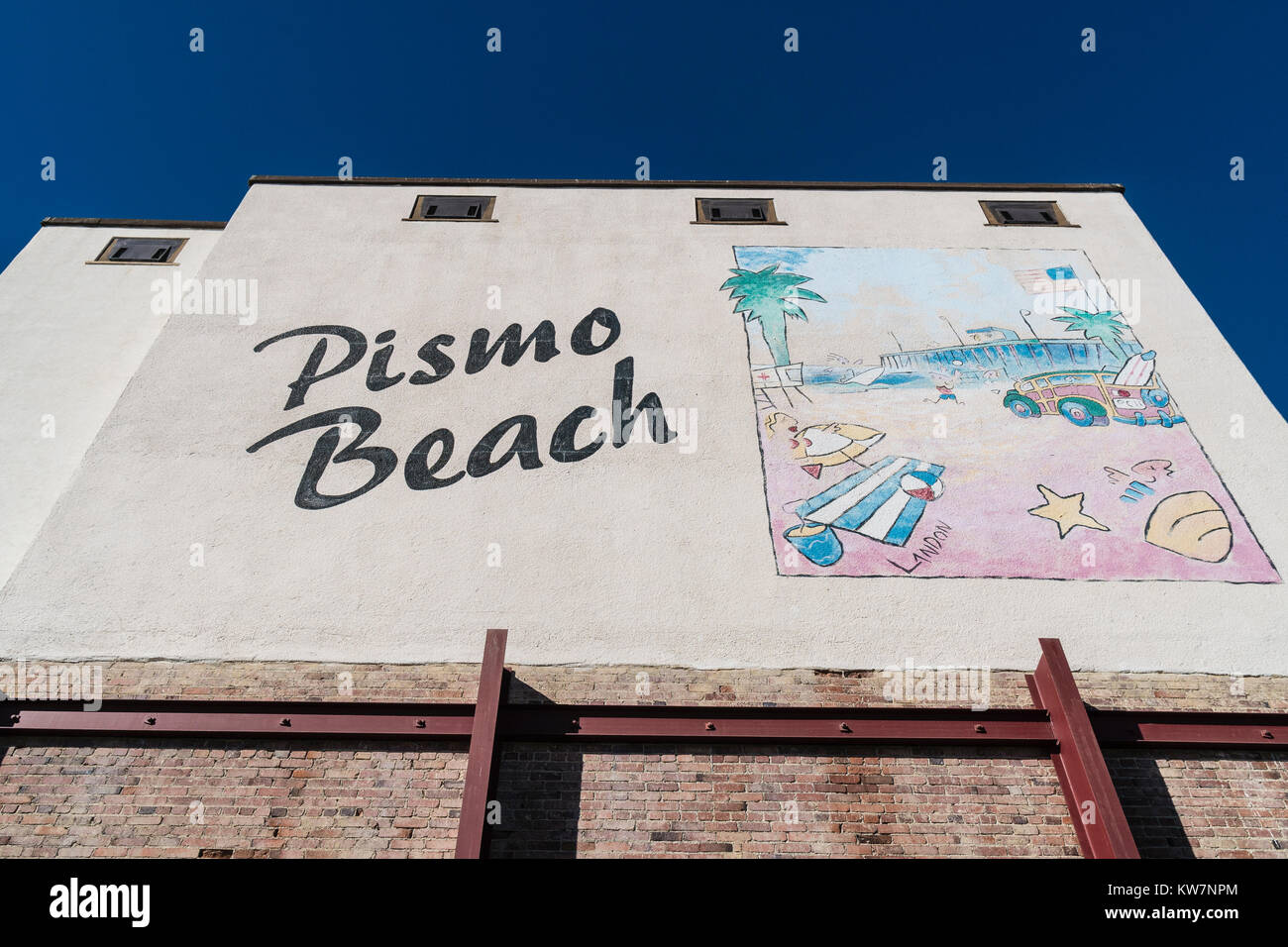 Pismo Beach ad on a multi-story building that includes a huge painting and the words 'Pismo Beach' next - Stock Image