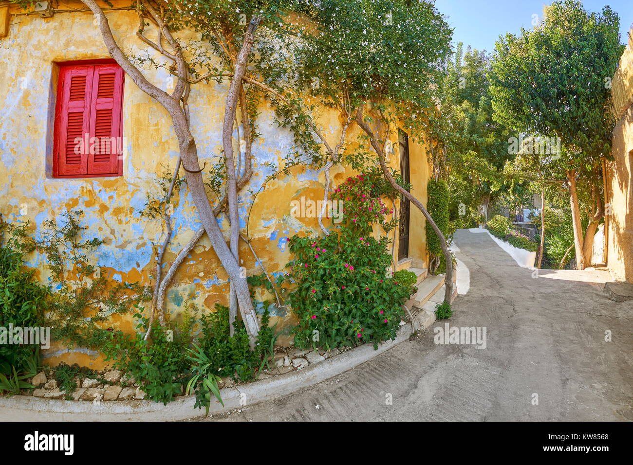 Anafiotika quarter under the Acropolis, neighborhood of Plaka, Athens, Greece - Stock Image