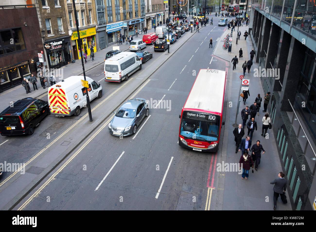 Traffic on Wormwood Street, City of London, UK - Stock Image