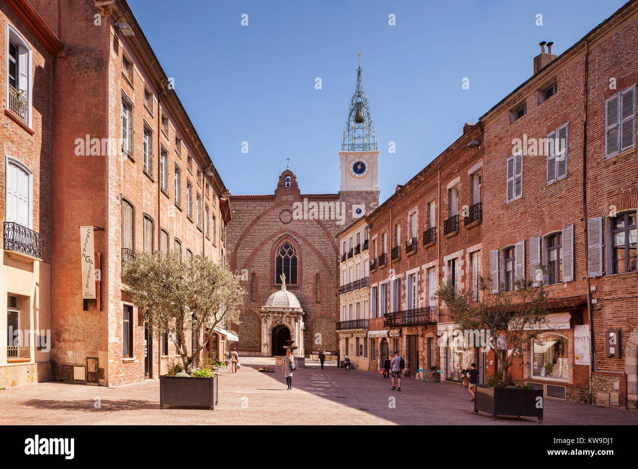 Place Leon Gambetta and the Cathedral Basilica of Saint John the Baptist, Perpignan, Languedoc-Roussillon, Pyrenees - Stock Image