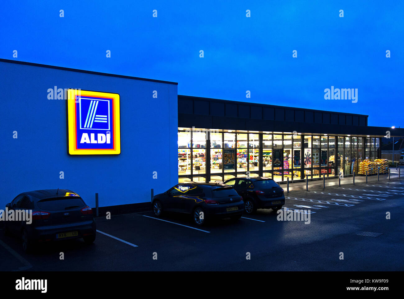 aldi store open early morning opening Stock Photo