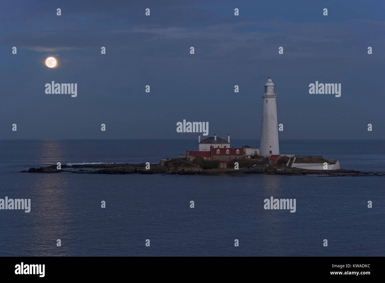 Whitley Bay, UK. 1st Jan, 2018. UK Weather. The first super moon of the year also known as a wolf moon over St. - Stock Image