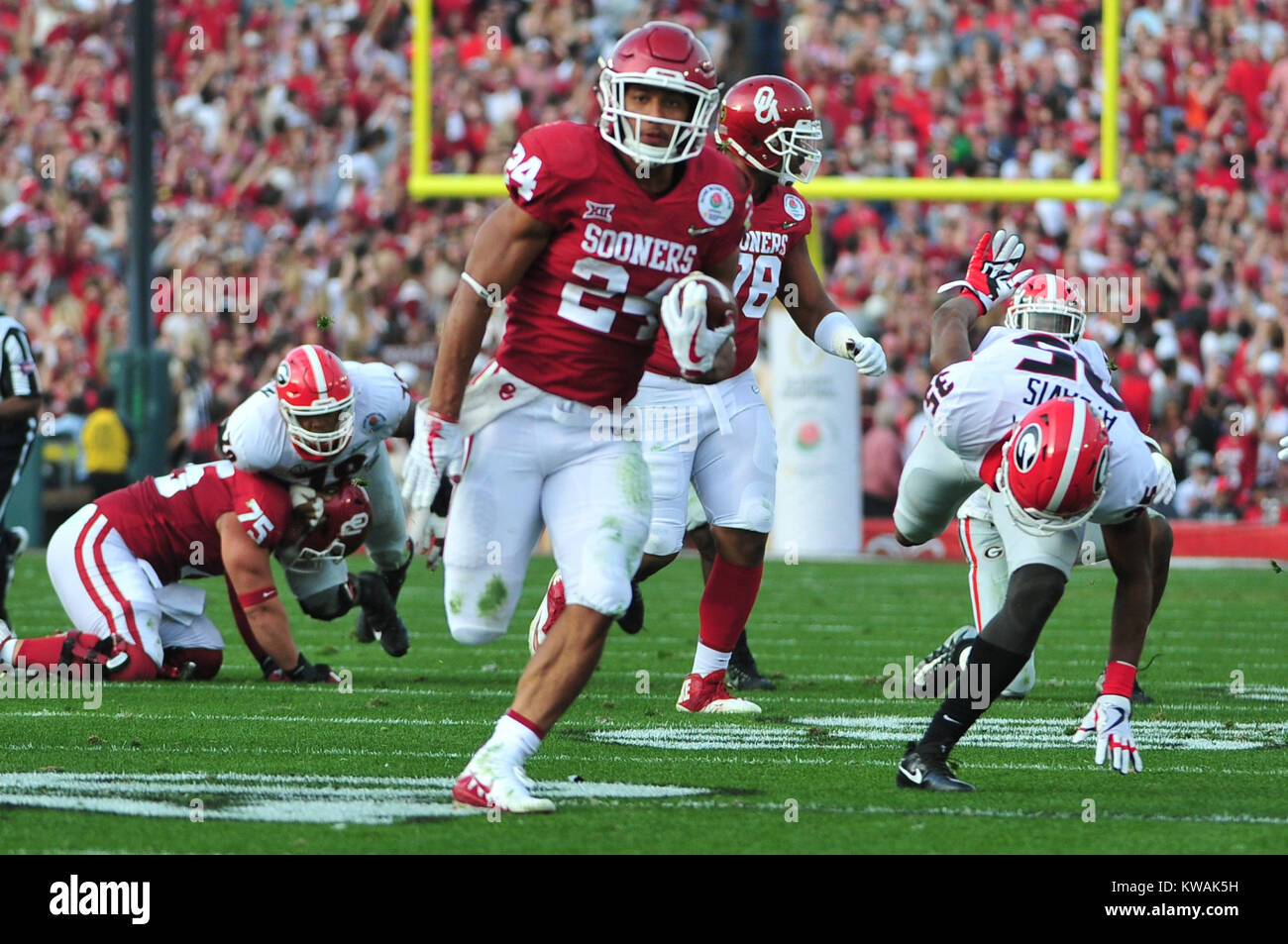 Pasadena, California, USA. 01st Jan, 2018. Oklahoma Sooners running back Rodney Anderson #24 during the 2018 Rose Stock Photo