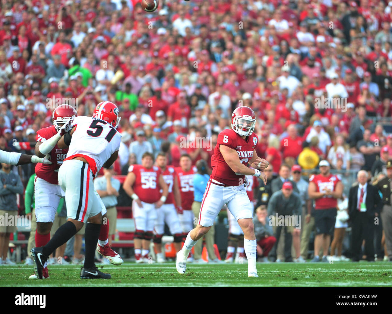 Pasadena, California, USA. 01st Jan, 2018. Oklahoma Sooners quarterback Baker Mayfield #6 during the 2018 Rose Bowl Stock Photo