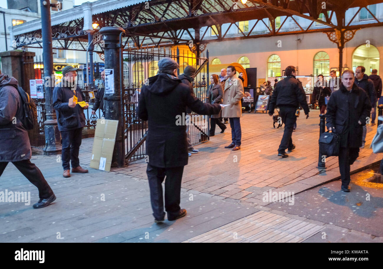 Brighton, UK. 2nd Jan, 2018. Members of the RMT union and the Labour Party protesting outside Brighton railway station Stock Photo