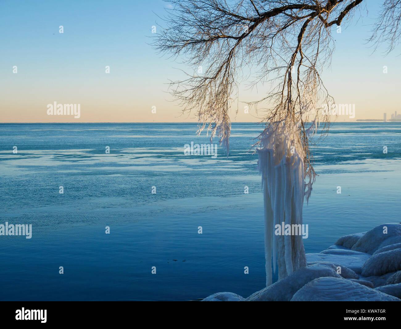 Evanston, Illinois, USA. 2nd January 2018.  A frigid Lake Michigan scene as temperatures climbed to 10ºF/-12ºC - Stock Image