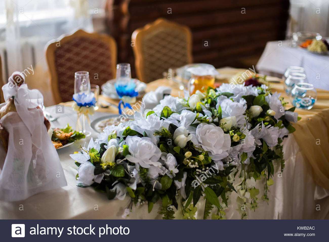 white flowers, wedding accessories, wedding preparation, decorated wedding table with flowers, wedding flowers, - Stock Image