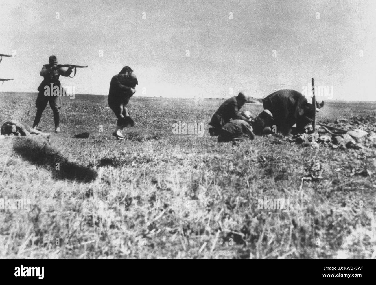 German Einsatzgruppen executing Jews of Kiev near Ivangorod, Ukraine. Photo was intercepted by a postal worker who Stock Photo