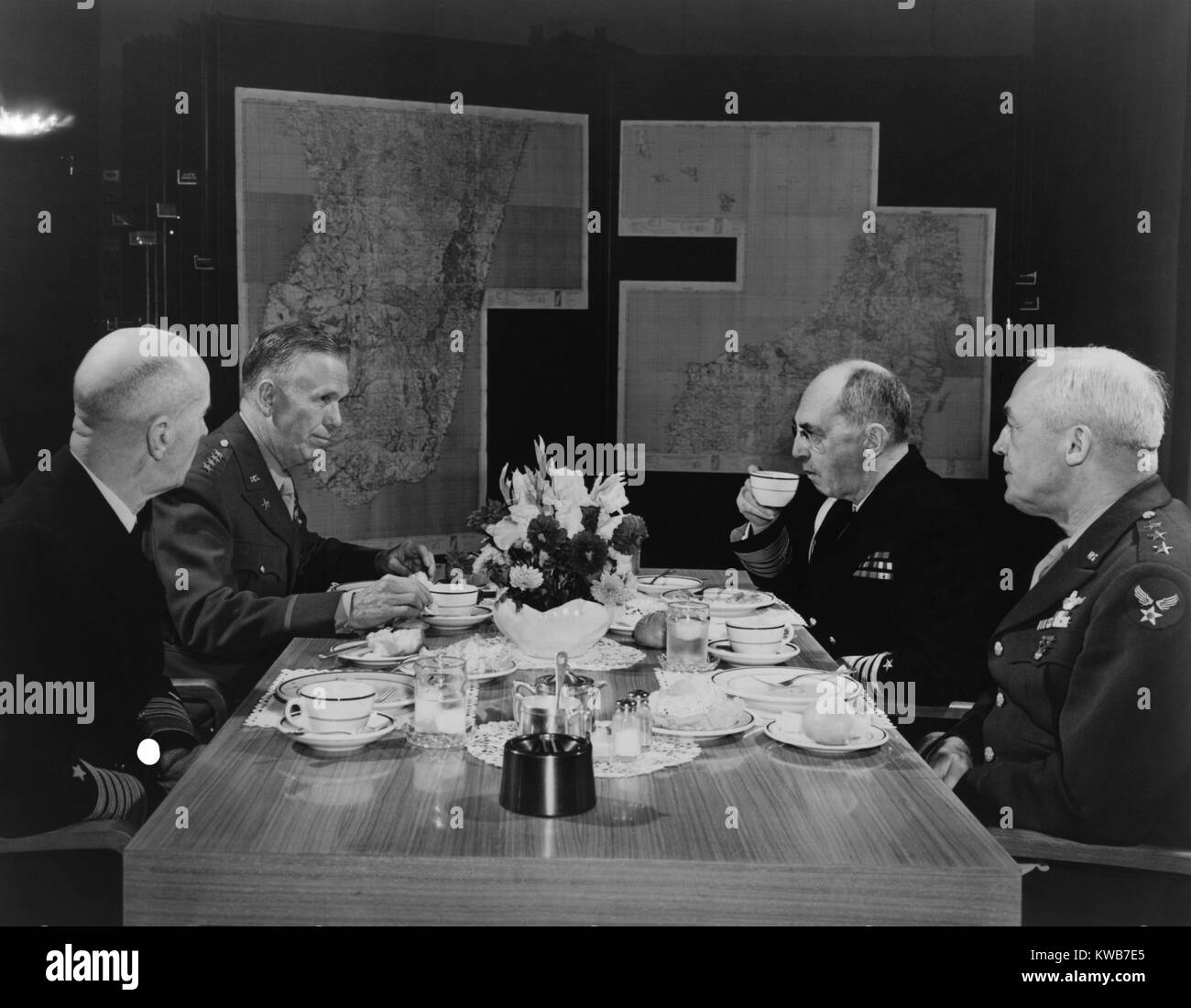 U.S. Military leaders in conference. L-R: Adm. Ernest King, Chief of Staff Gen. George Marshall, Adm. William Leahy, Stock Photo
