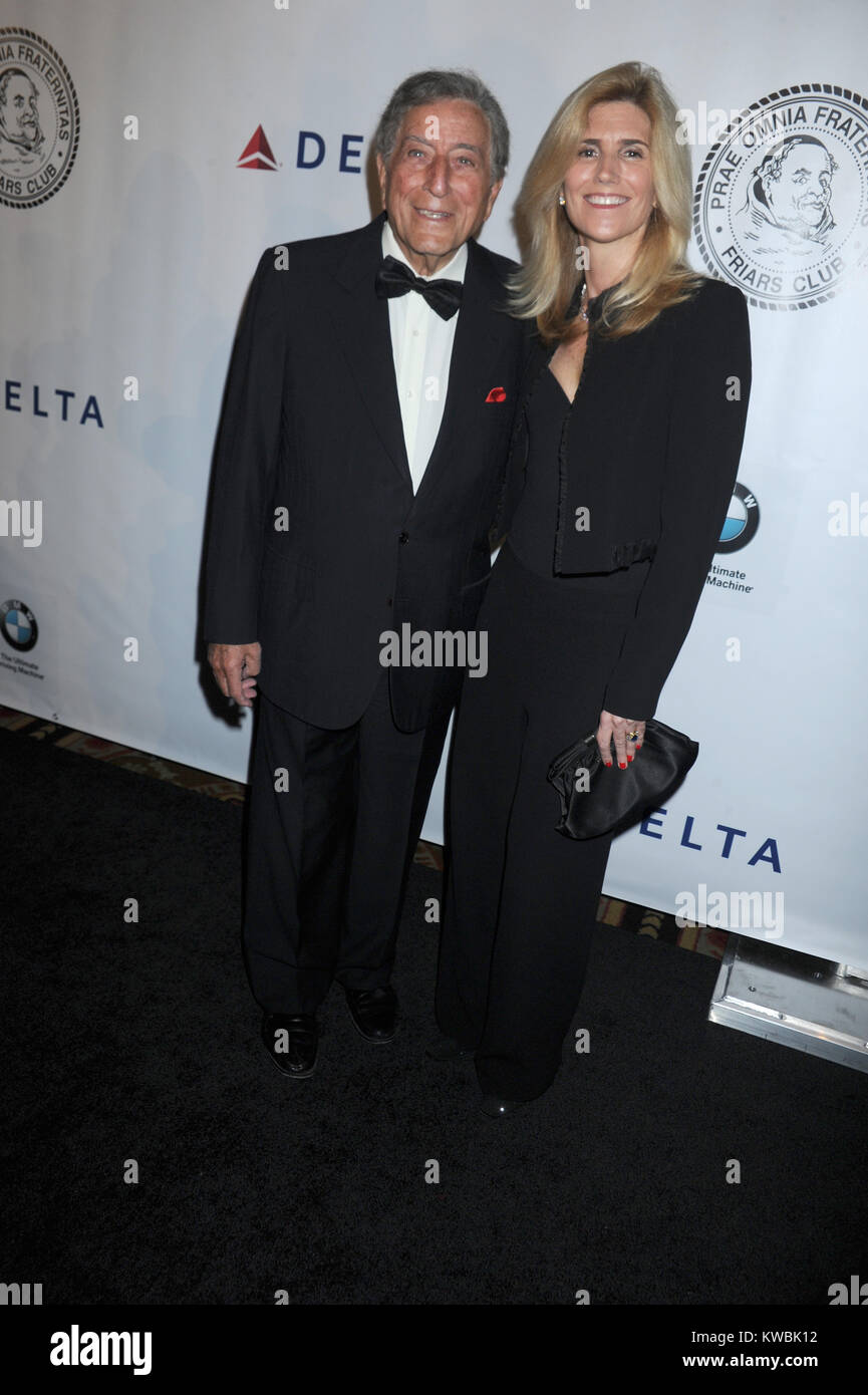 NEW YORK, NY - OCTOBER 07:  Tony Bennett, Susan Crow attends the Friars Foundation Gala honoring Robert De Niro - Stock Image