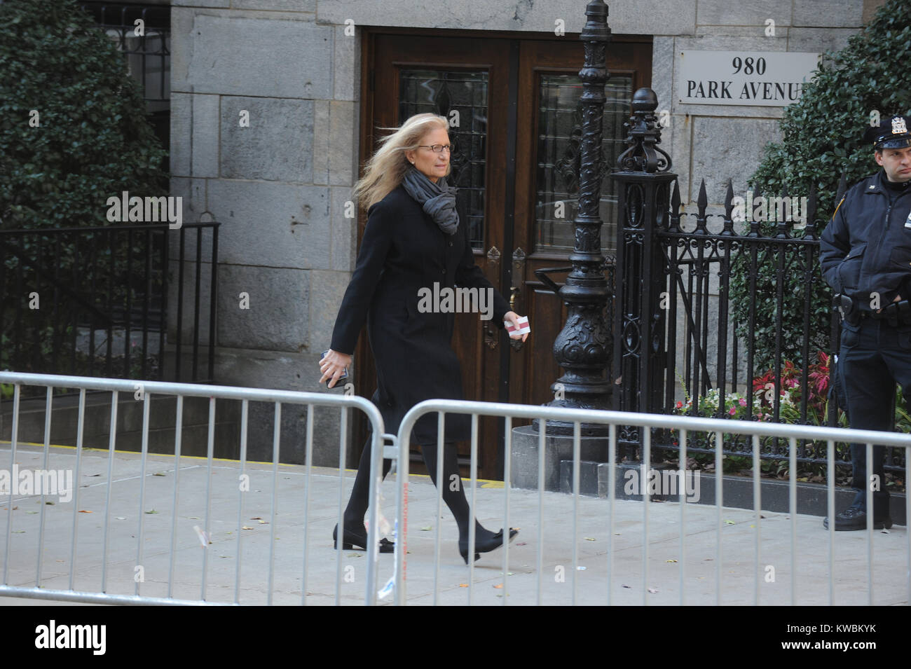 New York Ny November 03 Annie Leibovitz Arrive At The Funeral Of Stock Photo Alamy