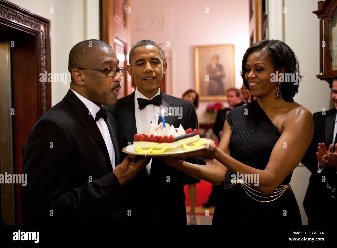 Stupendous President Barack Obama And Michelle Obama Present A Birthday Cake Funny Birthday Cards Online Inifodamsfinfo