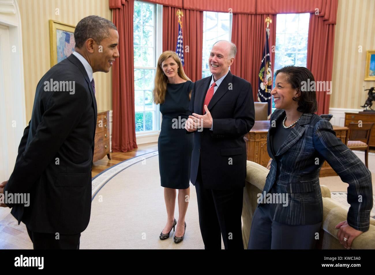 President Barack Obama with advisors in the Oval Office, June 5, 2013. From left: Samantha Power, former Sr. Dir. - Stock Image