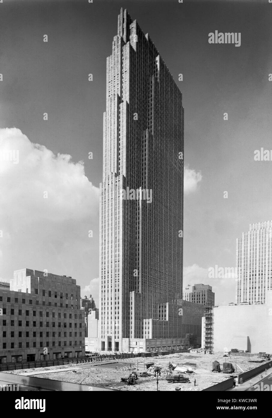 The new RCA Building in Rockefeller Center on Sept. 1, 1933. The adjacent lots await construction. It was the landmark - Stock Image