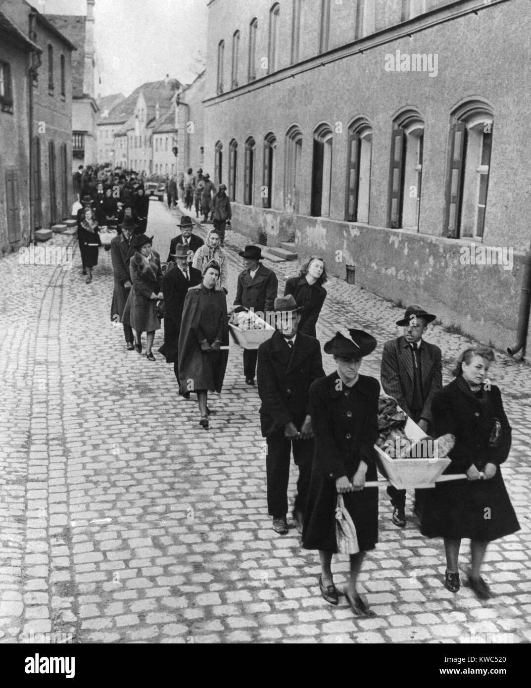 German civilians of Neunburg bear the bodies of victims from killing site to town cemetery. April 29, 1945. 120 - Stock Image