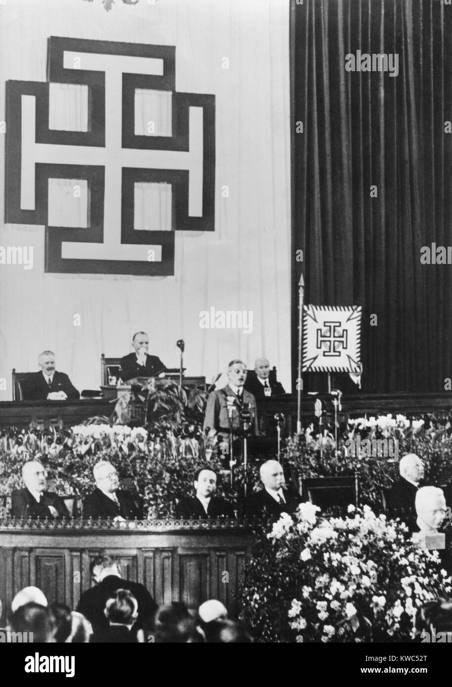 Under emblem of the Fatherland Front of Austria, Chancellor Kirt Schuschnigg speaks to parliament. In February 1938, - Stock Image