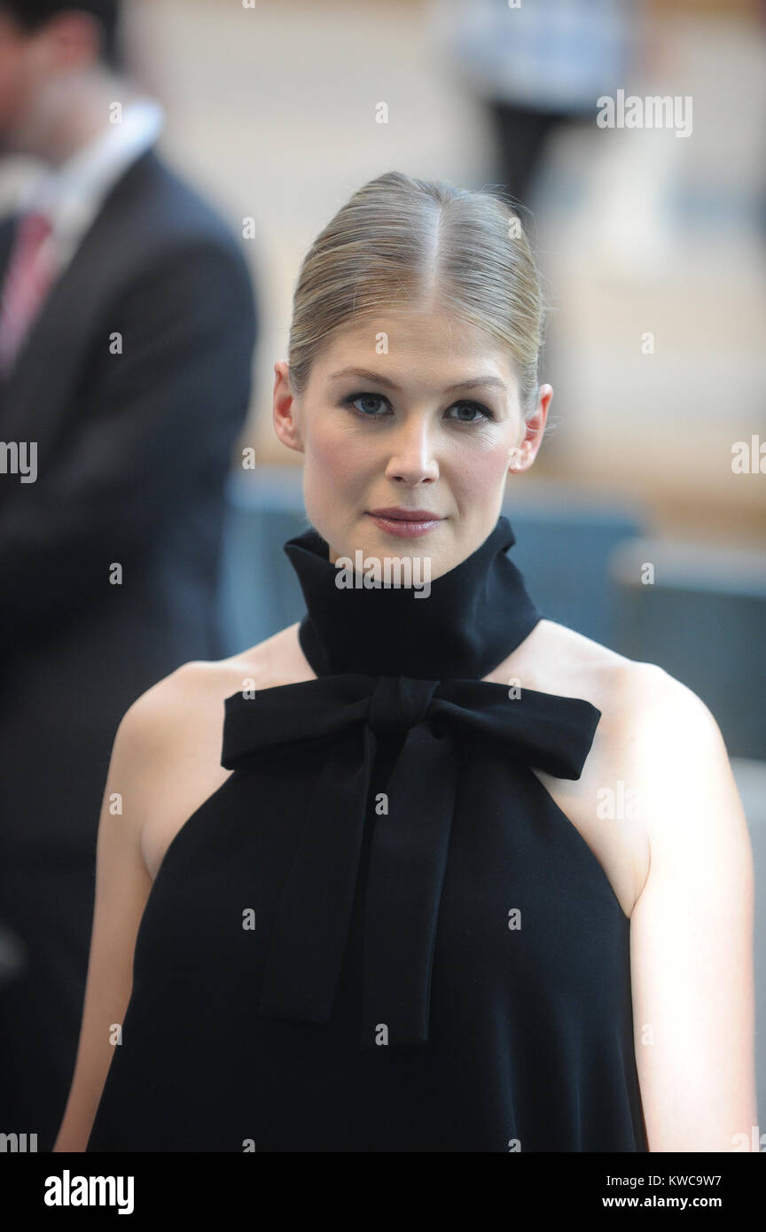NEW YORK, NY - SEPTEMBER 26: Rosamund Pike attends the Opening Night Gala Presentation and World Premiere of 'Gone - Stock Image