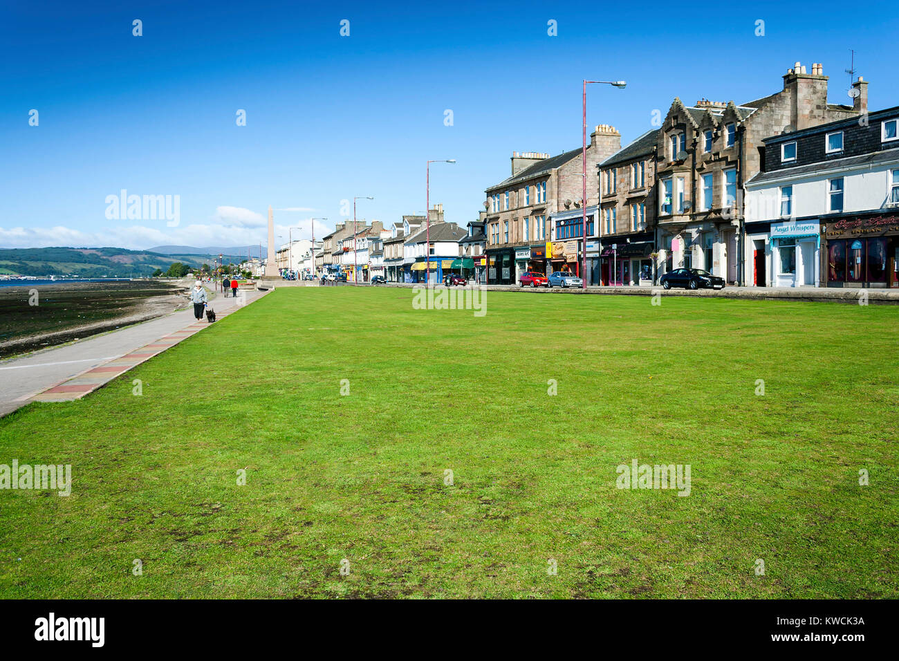 Helensburgh, Dunbartonshire, Scotland - August 29, 2010: Helensburgh town shop frontages along the edge of Clyde - Stock Image