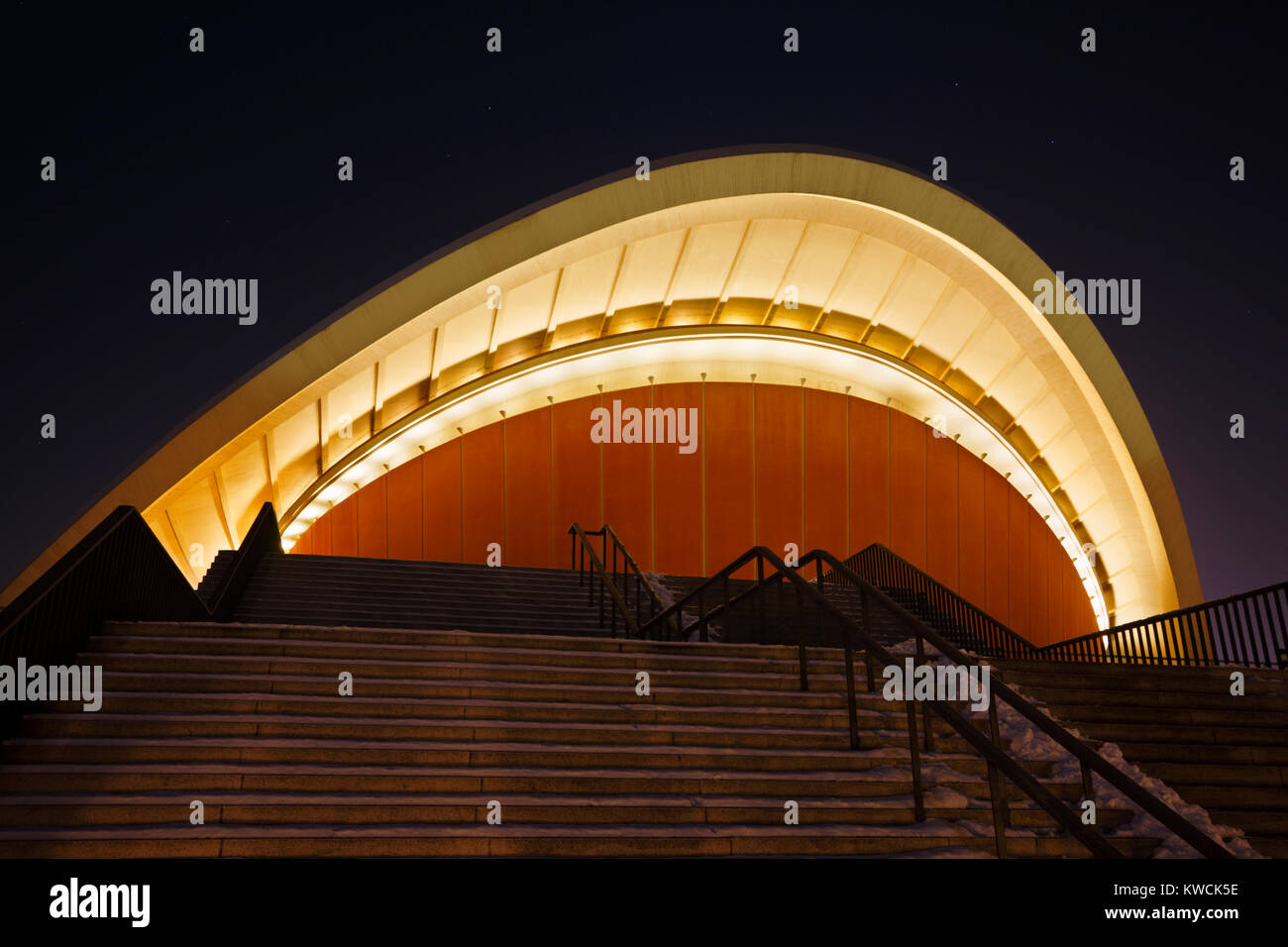 The House of World Cultures, also known as 'Schwangere Auster' (Pregnant Oyster) in Berlin at night. - Stock Image