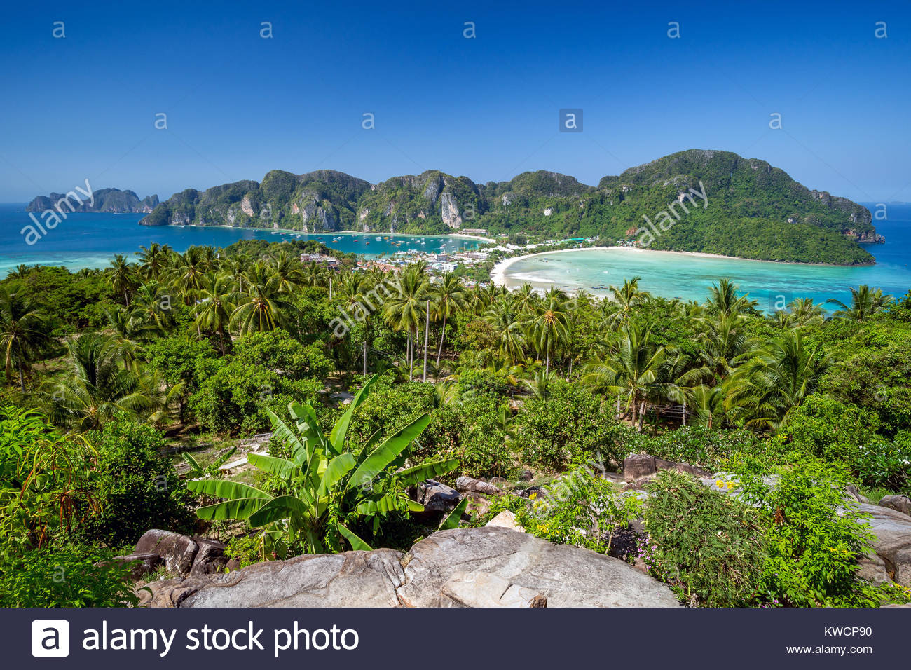 Koh Phi Phi Don Viewpoint showing Tonsai Bay (left), Loh Dalam Bay (right) and Phi Phi Ley (far left) - Thailand Stock Photo