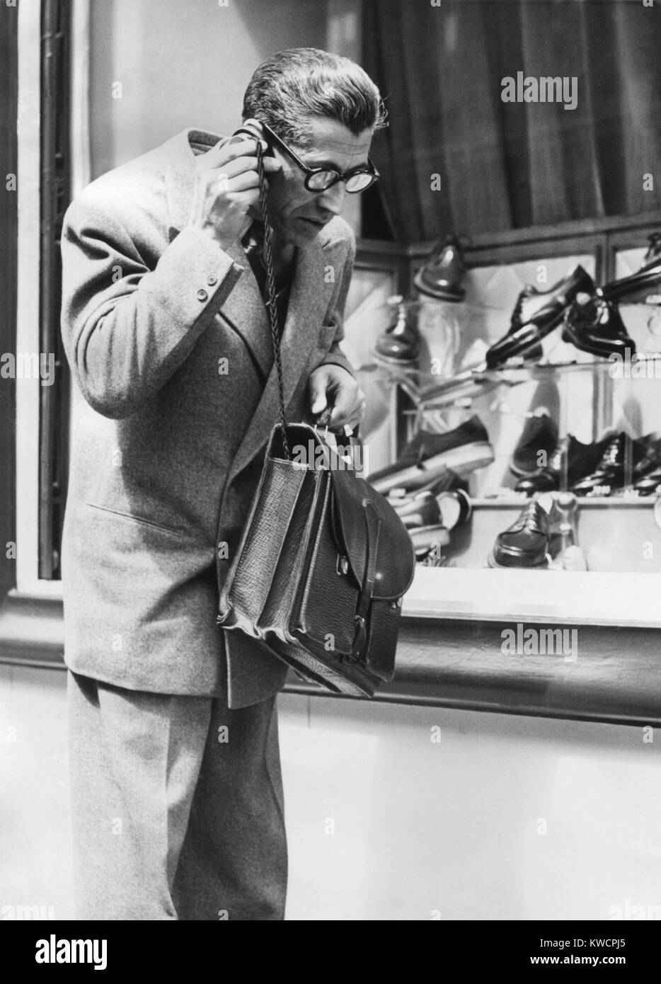 The 'Telephonogramme' in use of the streets of Paris, May 10, 1950. This was an early wireless mobile telephone - Stock Image
