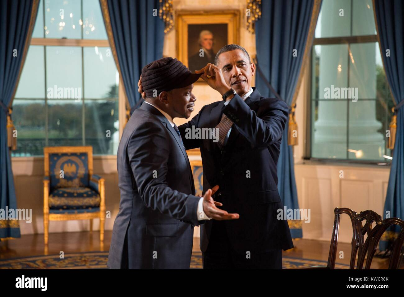President Barack Obama adjusts Sway Calloway's hat in the Blue Room of the White House. The President gave an - Stock Image