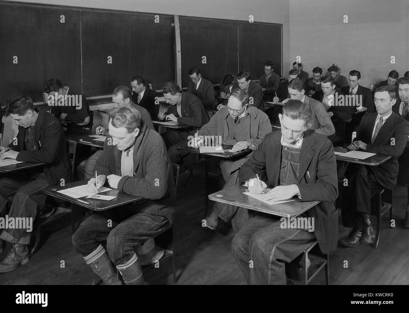 Skilled and unskilled laborers taking the TVA examination, Clinton, Tennessee. Nov. 1933. The Tennessee Valley Authority - Stock Image