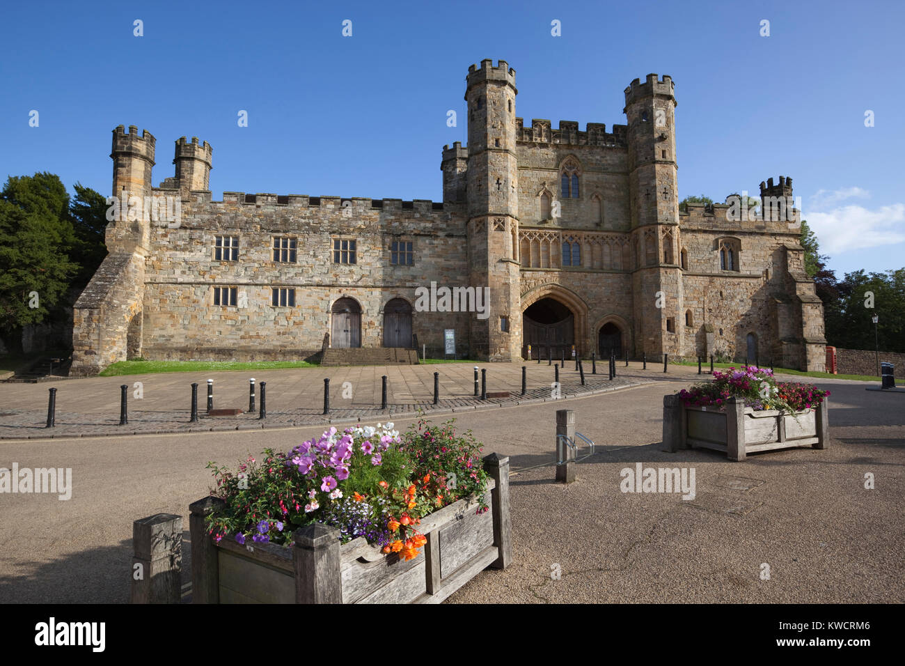 BATTLE, EAST SUSSEX, ENGLAND: Exterior of Battle Abbey built on the site of the Battle of Hastings in 1066 - Stock Image