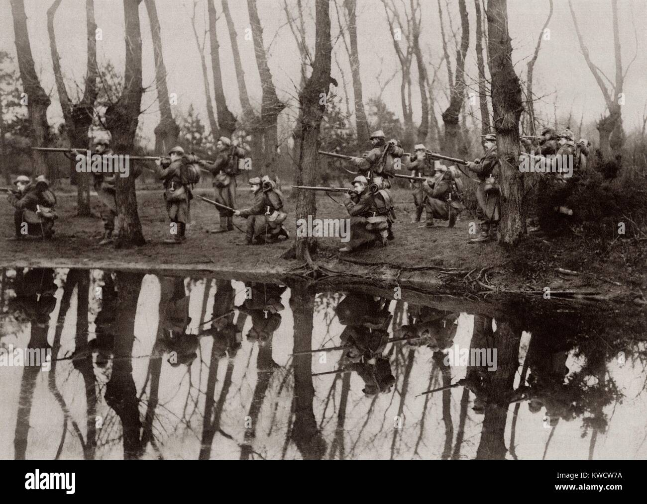 World War 1. French soldiers in a flooded section of northwest France, mirrored in a rain filled pool. Nov-Dec. - Stock Image