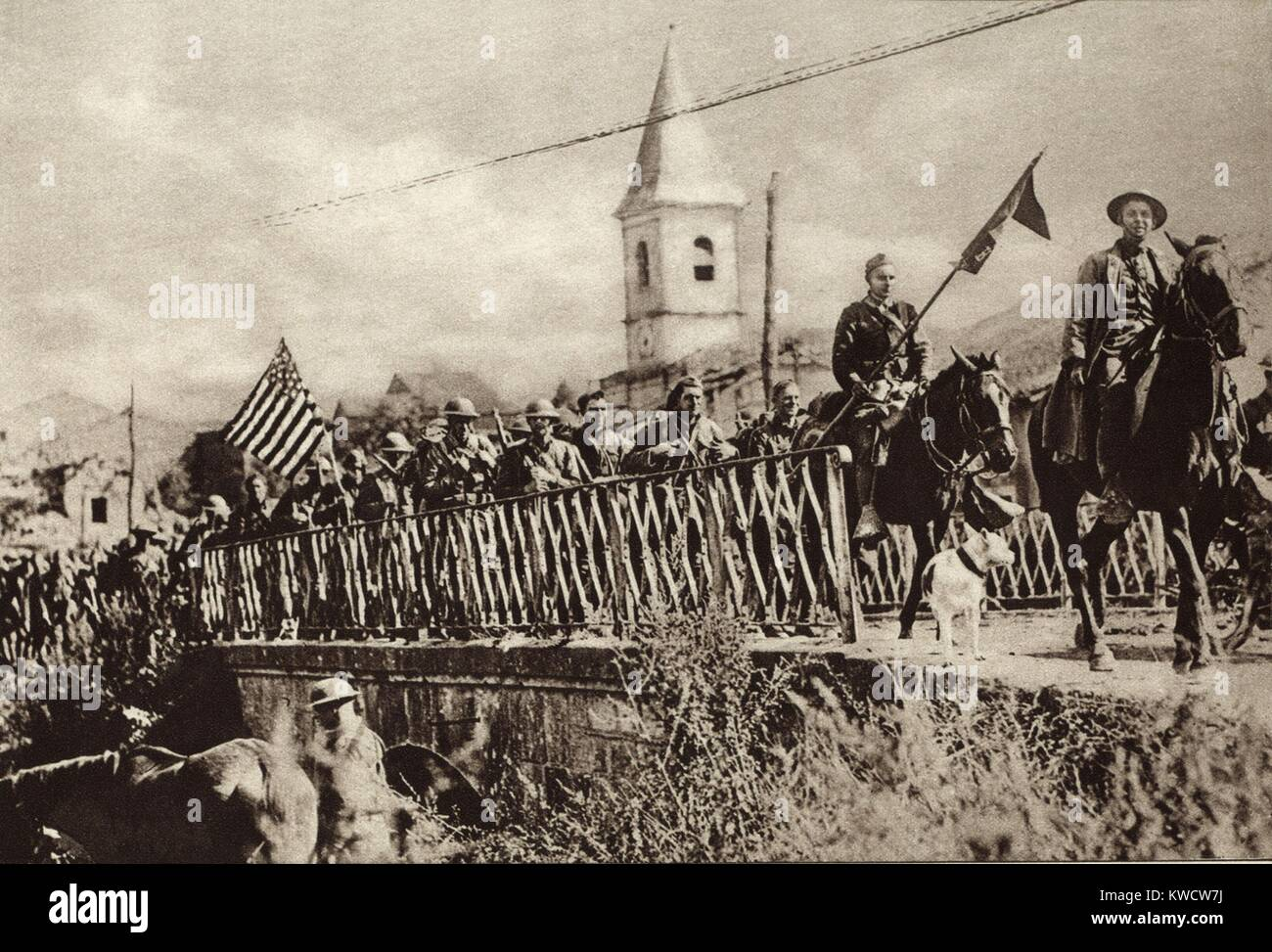 World War 1: Battle of St. Mihiel. Company of American Engineers, with colors flying, passing through the French - Stock Image