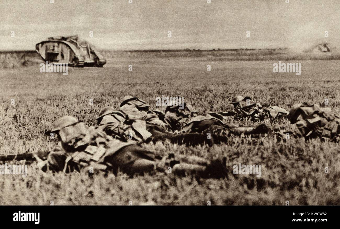 World War 1. Platoon of the American 107th infantry, lying low behind an advancing tank, ready to attack as soon - Stock Image