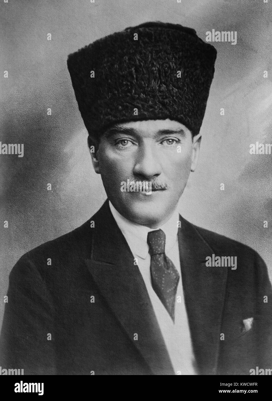 mustafa kemal atatürk the first president Mustafa kemal atatürk was born in 1881 in salonika (now thessaloniki) in what was then the ottoman empire his father was a minor official and later a timber merchant when atatürk was 12, he.
