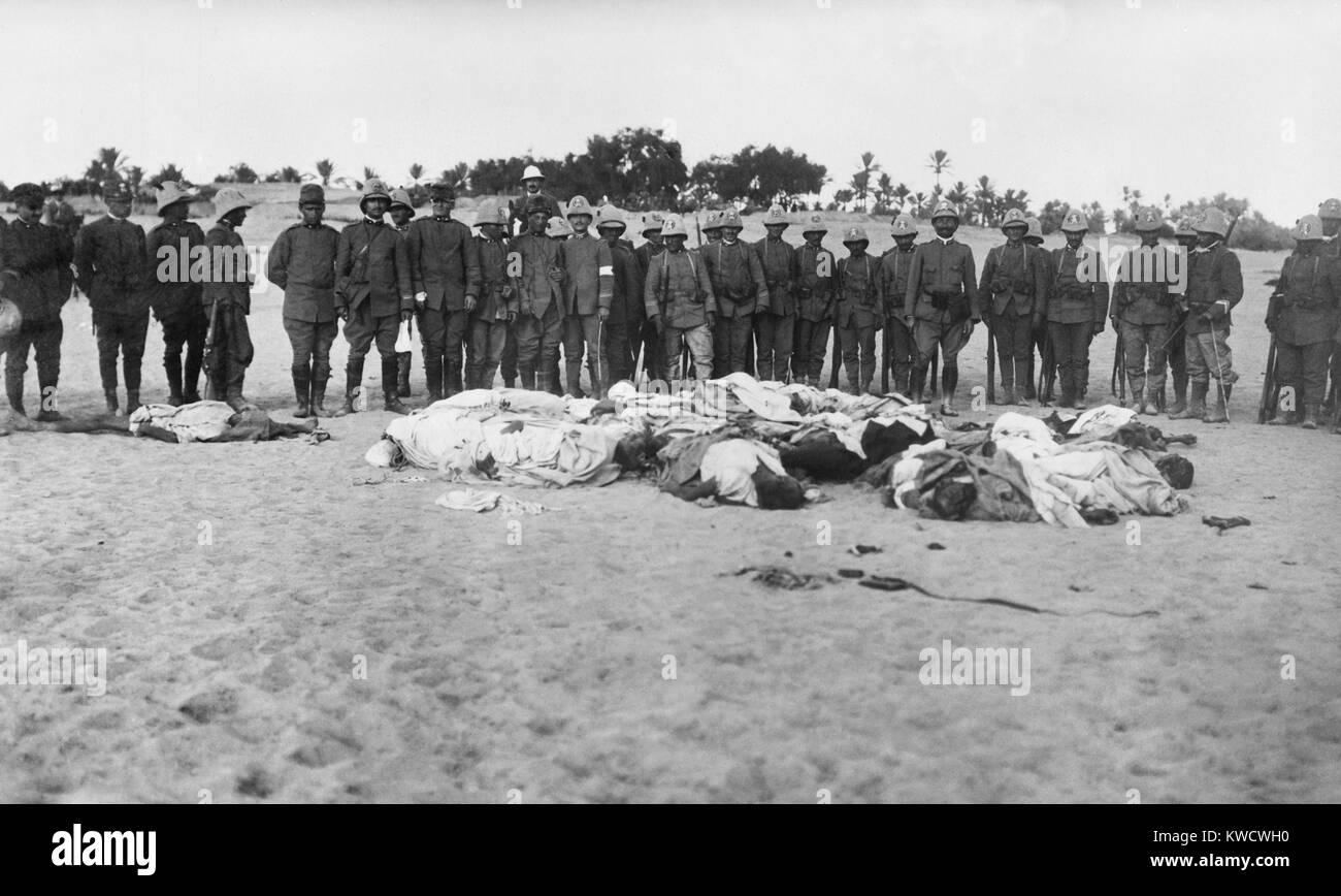 Italian soldiers gathered around dead bodies of Arabs during the Italo-Turkish War. The Italian invasion was resisted - Stock Image