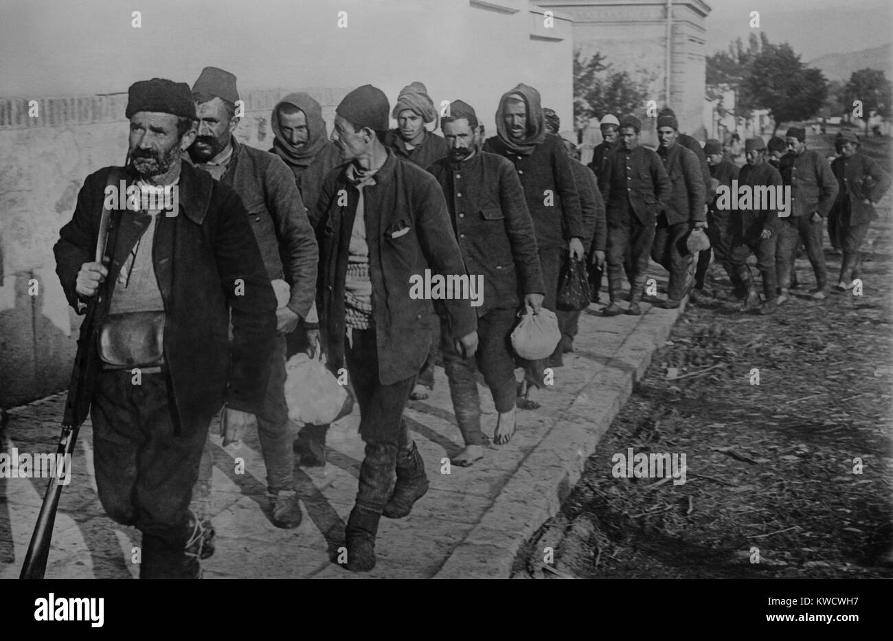 Turkish prisoners, led by an armed guard, enter Vrania, Serbia. During the First Balkan War, 1912-1913, Bulgaria, - Stock Image