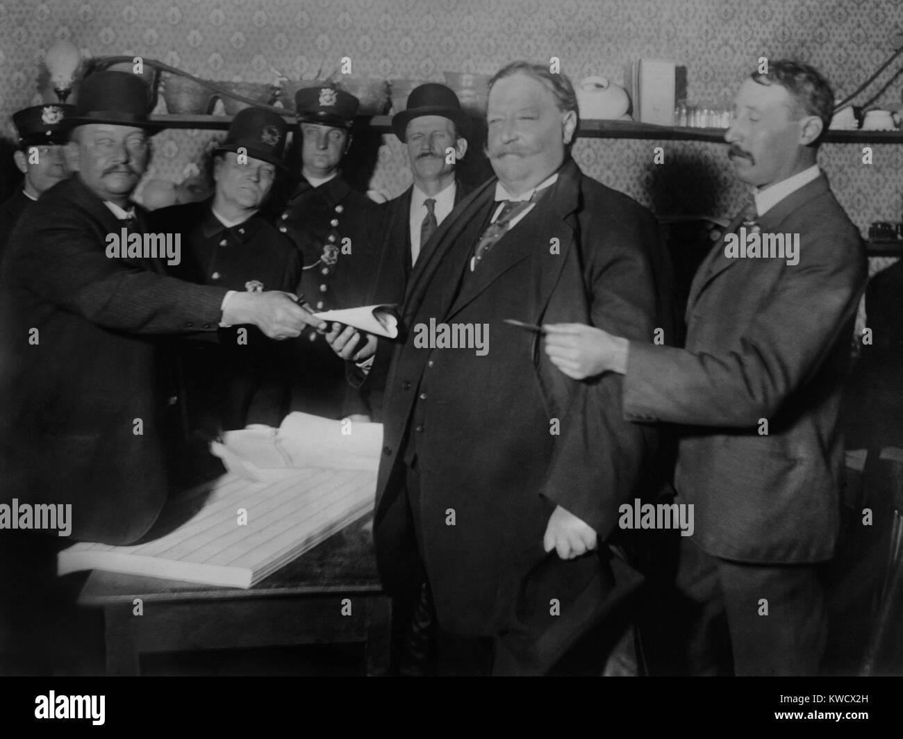 Republican Presidential Candidate William Howard Taft voting in Cincinnati, Nov. 3, 1908 (BSLOC_2017_2_110) - Stock Image