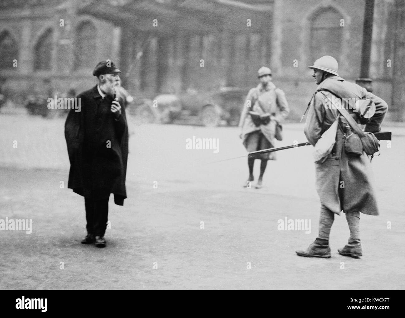 French soldier posted in front of the main Essen stations intimidates a elderly civilian, 1923. The French-Belgian - Stock Image